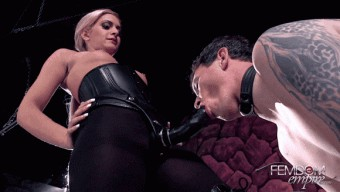 Caprice Capone – Beg for the DICK