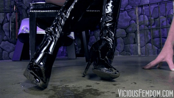 Kendra James – Disgusting boot pig_cover