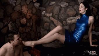 Victoria Sapphire – Worship my sore feet