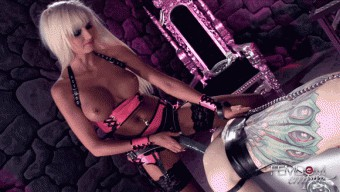 Rikki Six – Strap-on Barbi