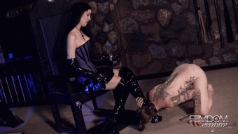 Victoria Sapphire – Slave tongues are for polishing boots