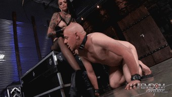 Leigh Raven – Smelly Foot Submission