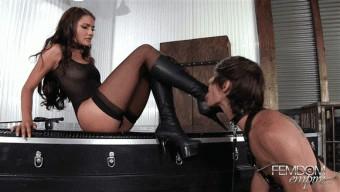 Adria Rae – Stiletto Boot Sucker