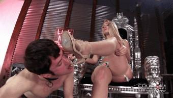 AJ Applegate – Suffer For Her Feet
