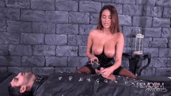 Anissa Kate – Vibrator Penis Milking