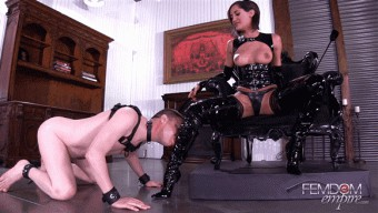 Chloe Amour – Glossy Boots