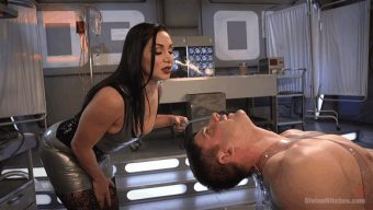 Lea Lexis – Rick Fantana – Lea Lexis Presents Her Futuristic Medical Fetish Dungeon 