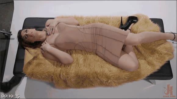 D. Arclyte – Allysa Etain – Horny Model Seduces Photographer and Teaches Him to Fuck!_cover