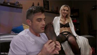 Lance Hart – Kayleigh Coxx – Pervert Mouth: Kayleigh Coxx Catches a Peeping Tom with a Foot Fetish.