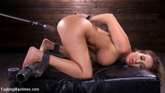 Richelle Ryan – Bodacious Curvy Babe is Bound and Fucked with Machines