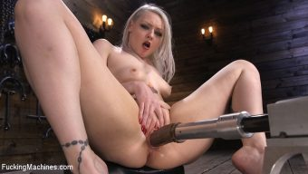 Arielle Aquinas – Blonde Alt Babe Squirts From the Machines