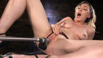 Lily LaBeau – Lily LaBeau is Power Fucked with the Machines