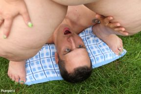 Jitka – BBW facesiting in the garden