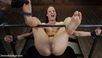 Cheyenne Jewel – Cheyenne Jewel: Body Builder is Restrained in Diabolical Devices