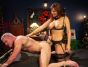 Syren de Mer – Santa Gets Got: MILF Syren de Mer Catches Dale Savage in Her Dungeon